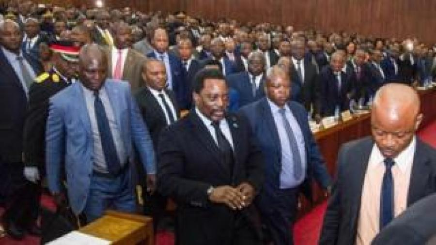 Congolese President Joseph Kabila (centre) arrives to deliver a speech to the nation in front of the upper and the lower chambers at the Palace of the People (Palais du Peuple) in Kinshasa (05 April 2017)
