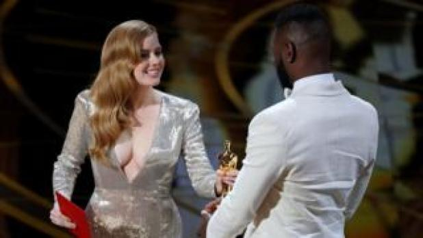 Amy Adams presents the Oscar for Best Adapted Screenplay to Tarell Alvin McCraney and Barry Jenkins (not pictured
