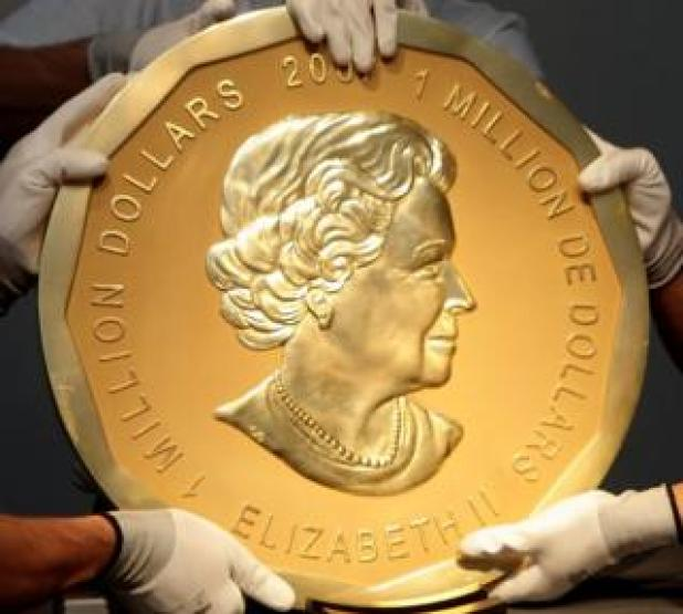 "Picture taken in Vienna, Austria on June 25, 2010 shows experts of an Austrian art forwarding company holding one of the world's largest gold coins, a 2007 Canadian $ 1,000,000 ""Big Maple Leaf"". An identical coin was stolen from Berlin's Bode Museum on March 27, 2017."