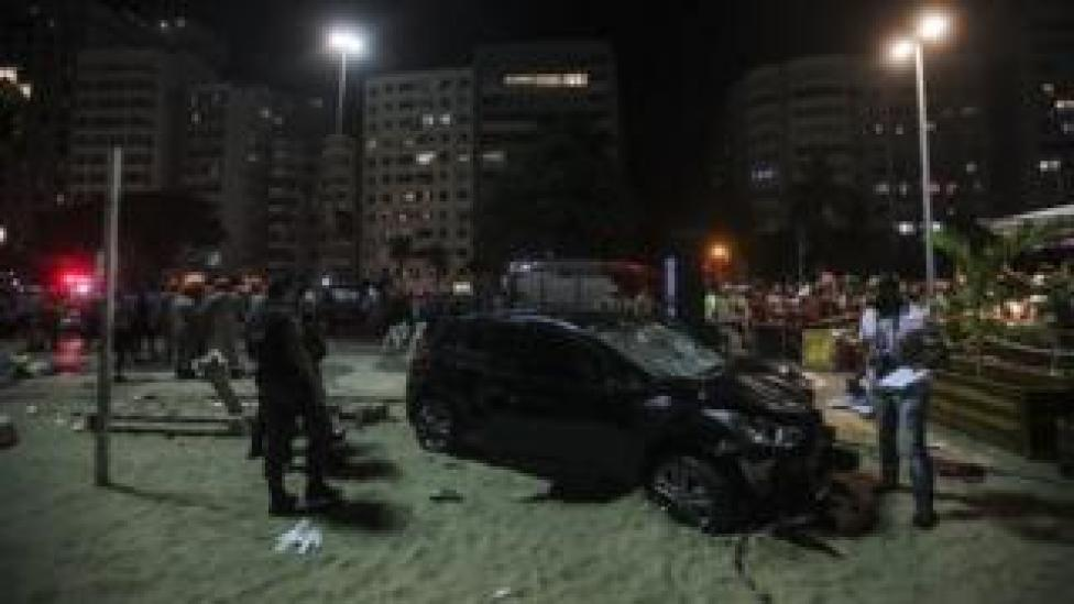 Officials investigate at the site of accident in Rio de Janeiro, Brazil. Photo: 18 January 2018