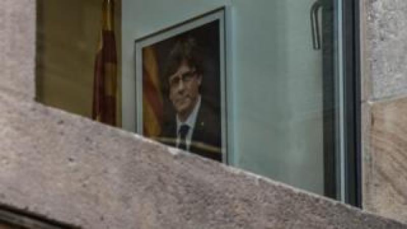 portrait of Carles Puigdemont seen through a window of the Palau de la Generalitat, 30 October 2017