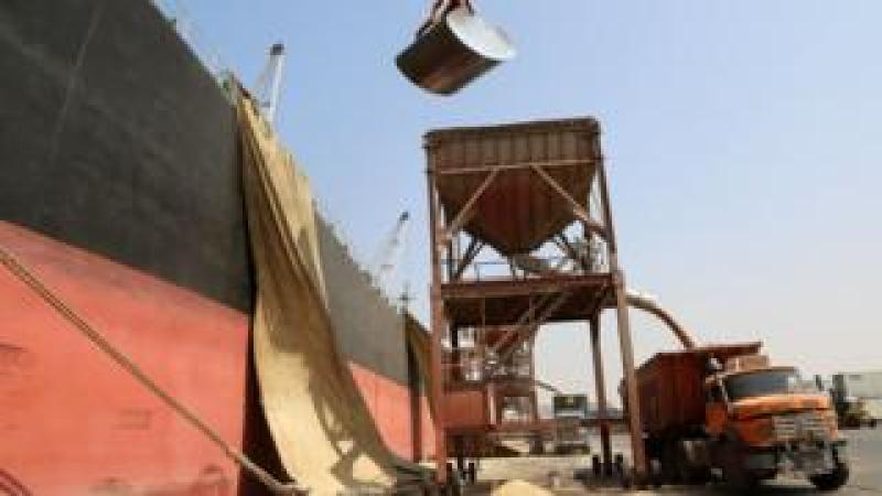 Cargo of wheat being unloaded at Red Sea port of Hodeida