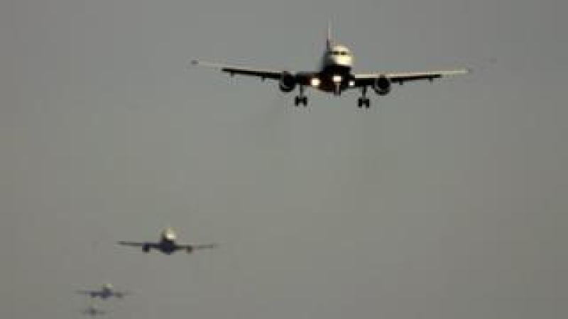 Planes in a queue