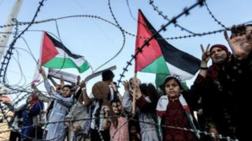 Palestinos se manifiestan por la Nakba.
