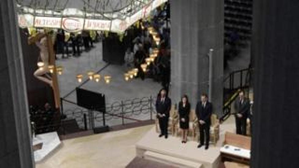 The king and queen attend the Mass at Sagrada Familia