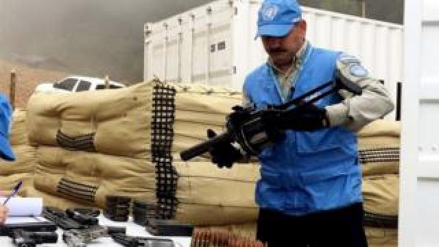 A second batch of weapons was handed to members of the UN mission in Colombia at La Elvira, Cauca