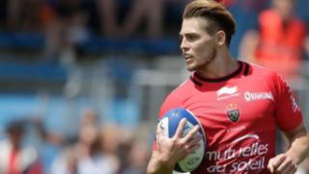 James O'Connor runs with the ball during the French Top 14 rugby union match between Agen and Toulon, at the Armandie stadium in Agen, 21 May 2016.