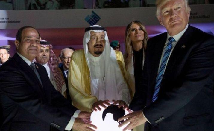 US President Donald J. Trump (R), US First Lady Melania Trump (R-2), King Salman bin Abdulaziz al-Saud of Saudi Arabia (C) and Egyptian President Abdel Fattah al-Sisi (L) opening the World Center for Countering Extremist Thought in Riyadh, Saudi Arabia