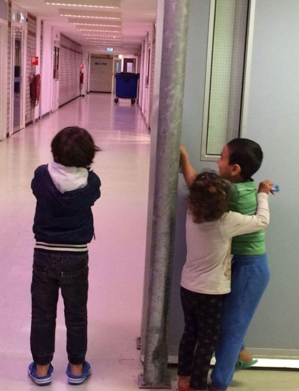Niños en un centro de refugiados.