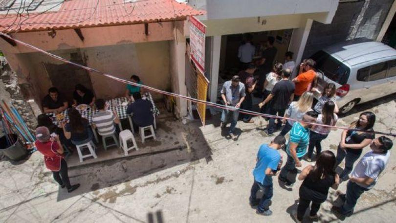 Fila em restaurante na favela