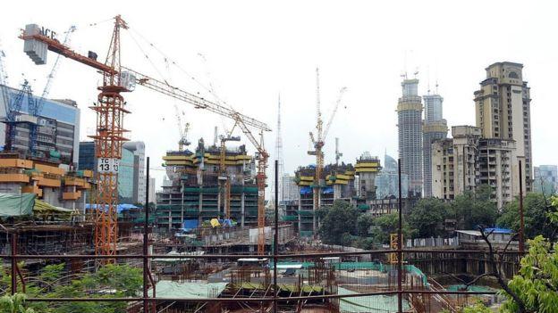 Quang cảnh xây dựng tòa nhà các căn hộ cao cấp được mệnh danh 'Trump Tower'. Ảnh chụp tại Mumbai ngày 31/7/2015