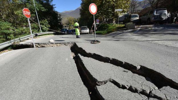 Các chuyên gia sẽ xem xét xem nền đất đã di chuyển thế nào sau cơn địa chấn