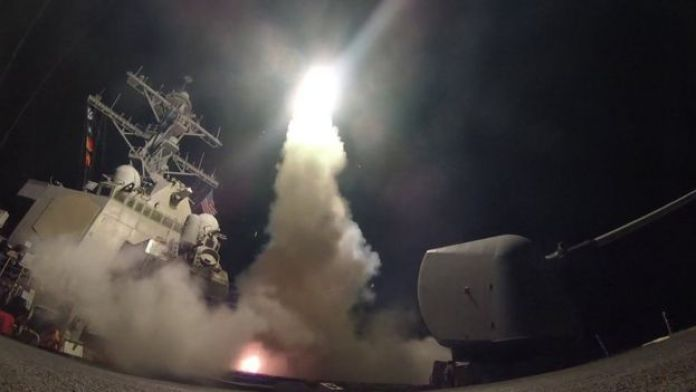 Buque USS Porter lanzando un misil desde el Mediterráneo (7 abril 2017)