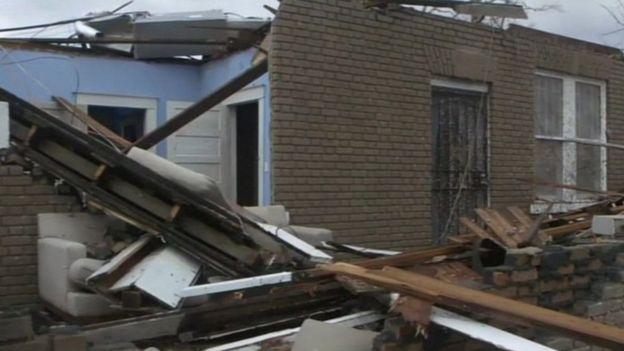 Casa derrumbada por el tornado
