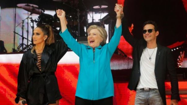 Jennifer López, Hillary Clinton y Marc Anthnoy.