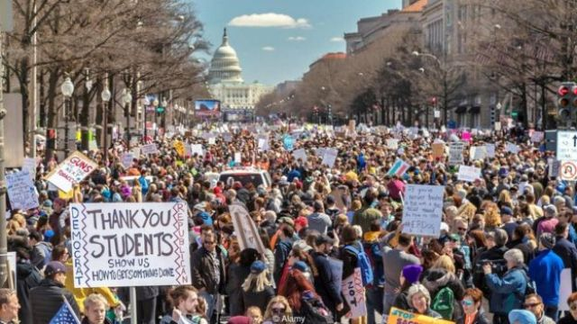 Adolescentes da Flórida protestam nas ruas