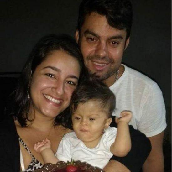 Anderson, sua mulher e filha
