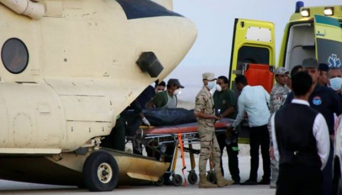 An Egyptian search and rescue crew transfers the body of a victim of a plane crash from a civil police helicopter to an ambulance at Kabrit airport in Suez, 100 kilometres east of Cairo, Egypt, Saturday, Oct. 31, 2015.