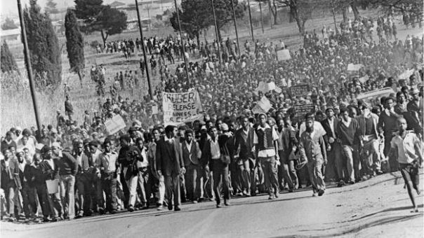 Students march during Soweto uprising in 1976