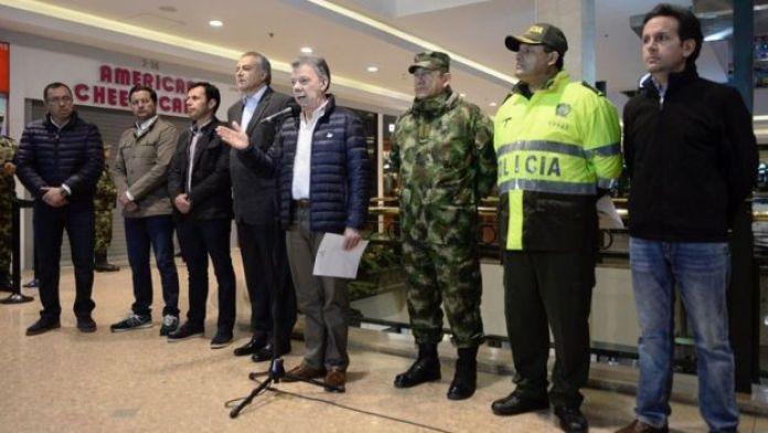 Juan Manuel Santos hablando desde el centro comercial.