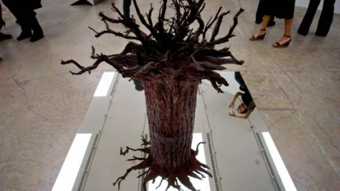 """Instalación que forma parte de la colección del Museo Jumex """"La Nada y el Ser"""", inspirada en Jean Paul Sartre."""