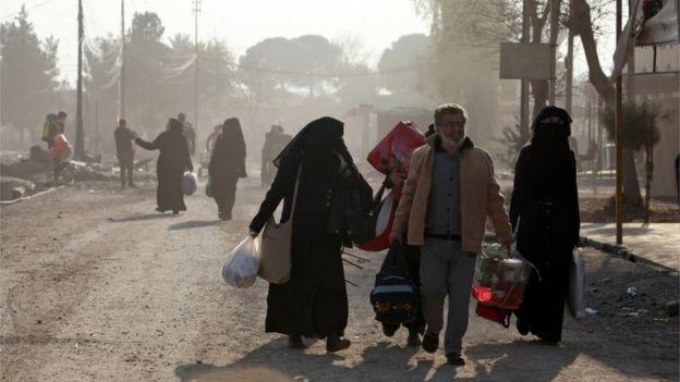 Iraqis flee fighting in Mosul (08/01/17)