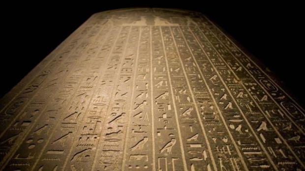 نقوش باللغة المصرية القديمة