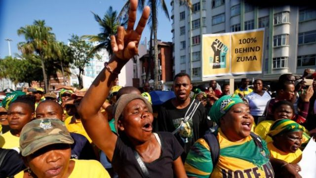 Supporters of former South African president Jacob Zuma outside the Durban's high court, 6 April 2018