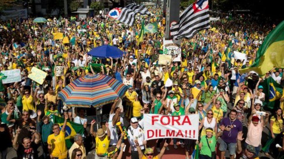 Manifestantes pedem impeachment de Dilma Rousseff em agosto de 2015