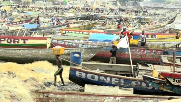 Fishermen unloading their boats