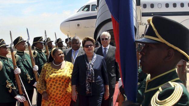 Dilma Rousseff desembarca em Pretória, na África do Sul, em 2011