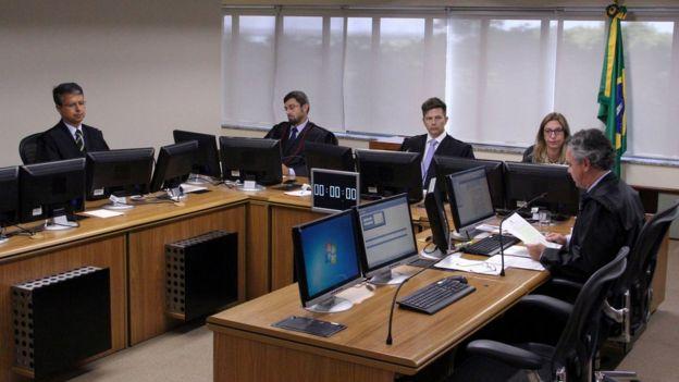 Desembargadores do TRF-4 reunidos para julgar condenação de Lula em primeira instância
