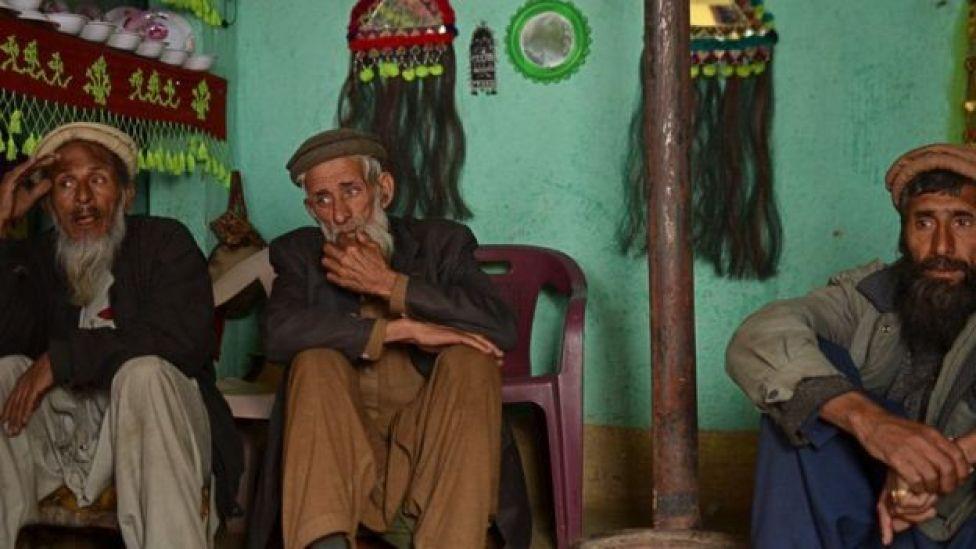 बदेशी बोलने वाले रहीम गुल और सईद गुल