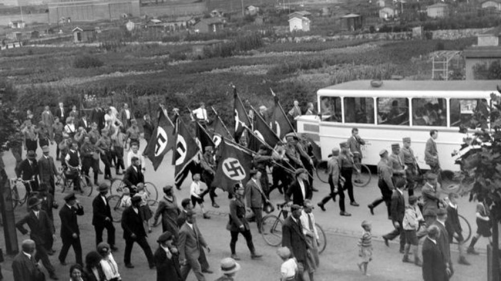 Marcha nazi fotografiada por Karl Niemann