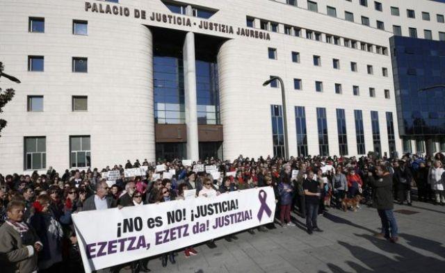 Protesto diante do Palácio da Justiça de Navarra