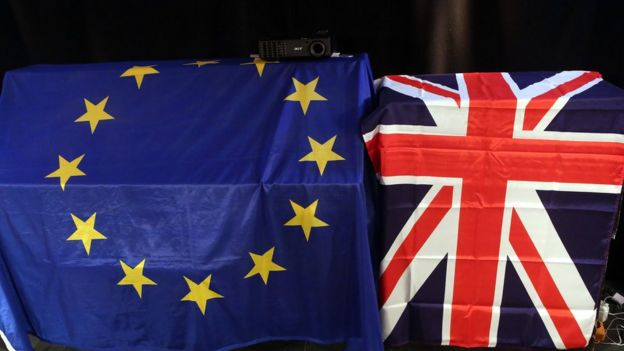 Bandera europea y británica