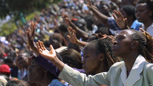 Worshipers raise their hands 01, October 2005 during a gospel meeting by visiting US Bishop, Thomas Dexter Jakes in Nairobi , Kenya