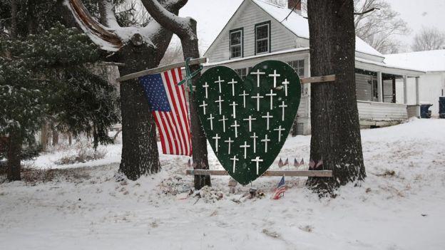 یادبود قربانیان سندی هوک