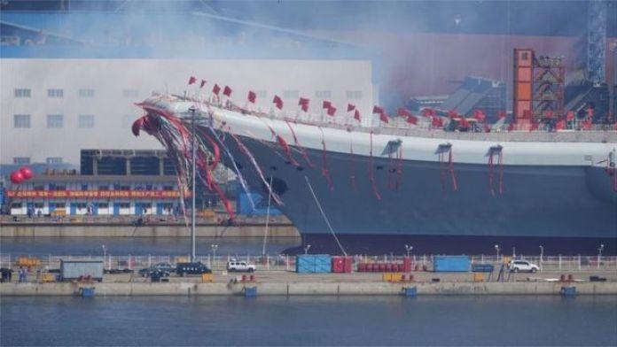 Lanzamiento del portaviones en Dalian