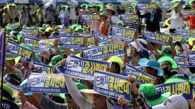 Seonjgu residents chanting in protest