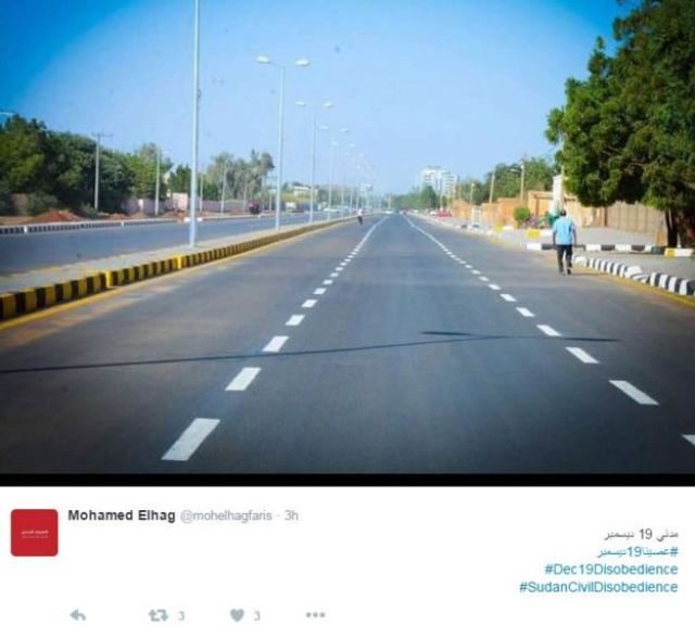 Tweet containing photo of an empty street in Sudan.