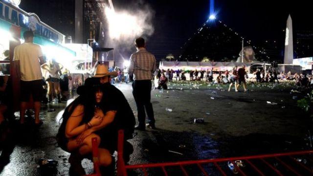 Dos asistentes al concierto en shock después de la balacera.