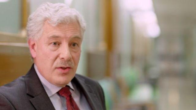 Basil Sharrack, neurólogo del hospital Royal Hallamshire, en Sheffield, Inglaterra