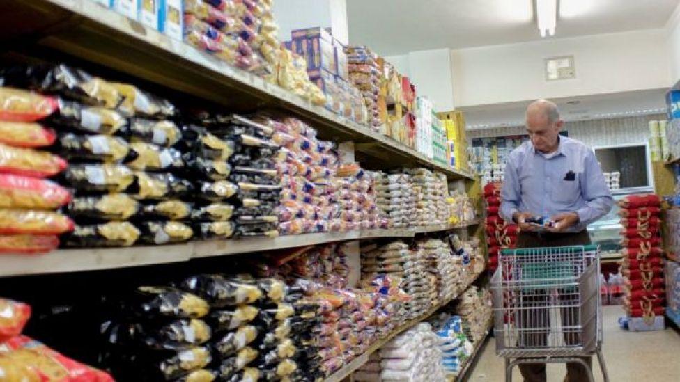 Pasta importada y a precio de dólar negro se ha empezado a ver los mercados venezolanos.