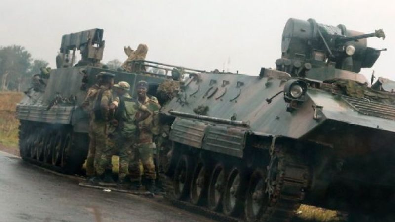 На дорогах за пределами Хараре замечена бронетехника