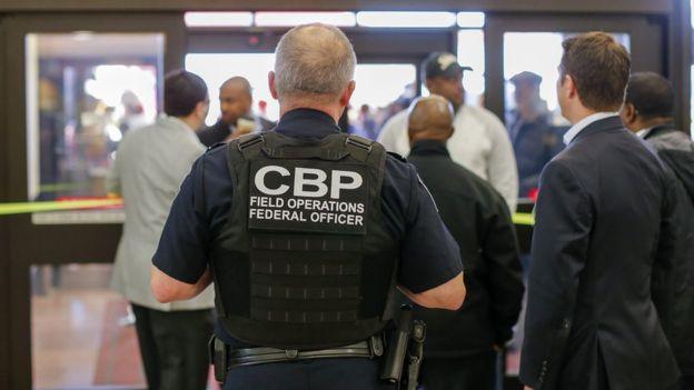 Un agente del CBP