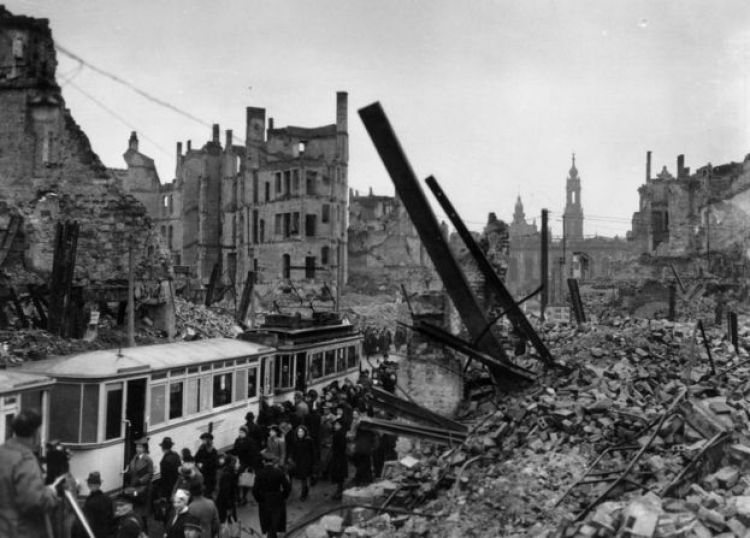 Una bomba destruyó Dresden en 1946
