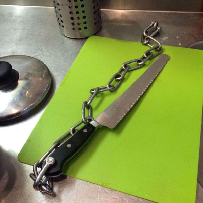 Faca na cozinha da prisão