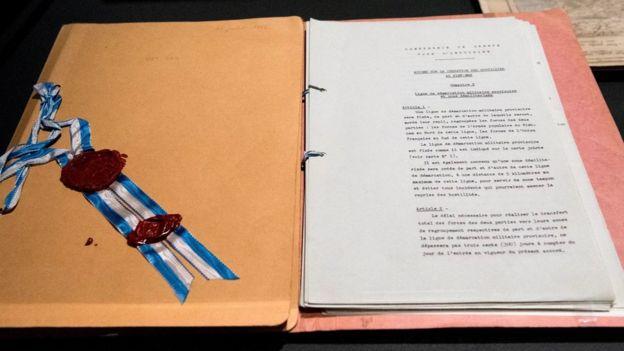Bản gốc 'Hiệp Định đình chiến Geneve (Thụy Sĩ) 1954' nhằm chấm dứt chiến tranh tại ba nước Đông Dương được trưng bày tại triển lãm