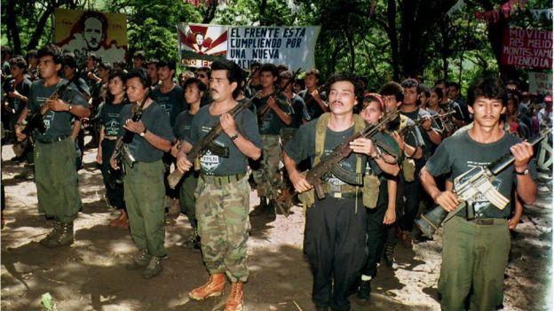 Guerrilleros del FMLN a punto de desmovilizarse
